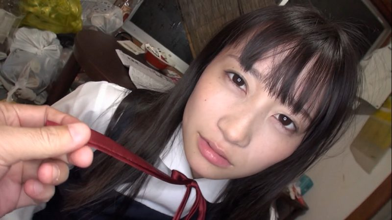 制服を着た大島美緒
