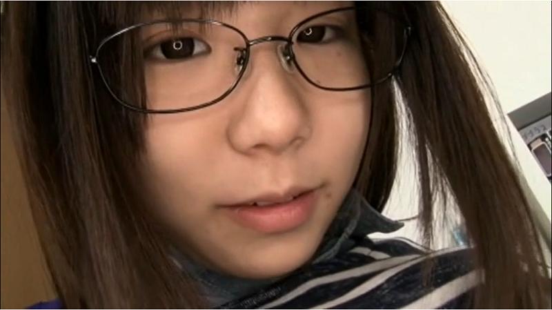 眼鏡をかけた早瀬ありす