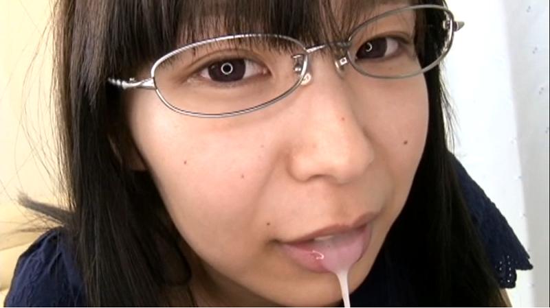 口内射精された精子を出すみずき杏